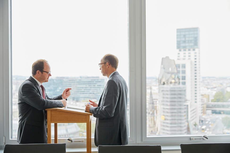 kanzlei-wirtschaftsrecht-berlin-gestaltung-vertrag-gesellschaftsvertrag