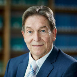 portrait of lawyer Dr. Hans-Georg Meier