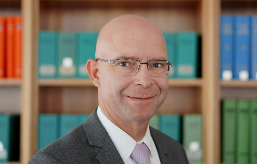 Porträt Rechtsanwalt Jörg Umlauf, Rechtsanwalt für Immobilienrecht, z. B. Baurecht, gewerbliches Mietrecht, Architektenrecht in Berlin